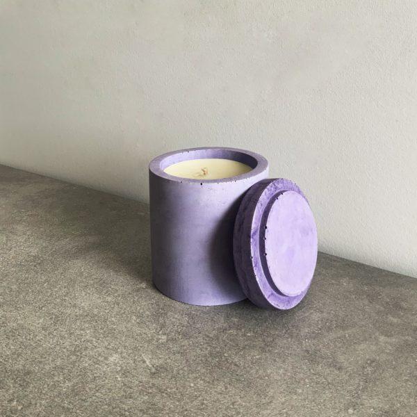 Bougie parfumée en béton couleur Lilas, taille M