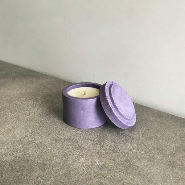 Bougie parfumée en béton couleur Lilas, taille S